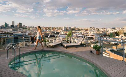 Hidd el, te sem unnád meg Madridot, ebből a tetőtéri medencéből!