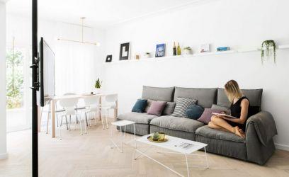 Üvegfalas home office és kerti grillezős konyha vár ebben a tel-aviv-i lakásban.