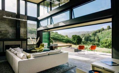 Otthon, mely beleolvad a csodaszép természetbe és egész nap fényben úszik